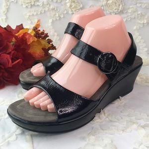 Dansko Black Patent leather sandals 40 9.5 10
